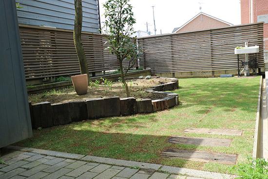 庭 リフォーム 芝生 施工事例 2週間後 ビフォーアフター