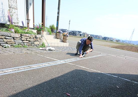 アスファルト 駐車場 白線 消す方法 スプレー 体験談ブログ 画像 1