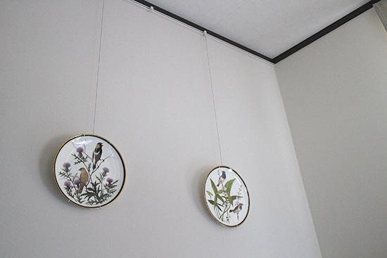 壁を傷つけない 皿 飾る方法 ピクチャーレール1