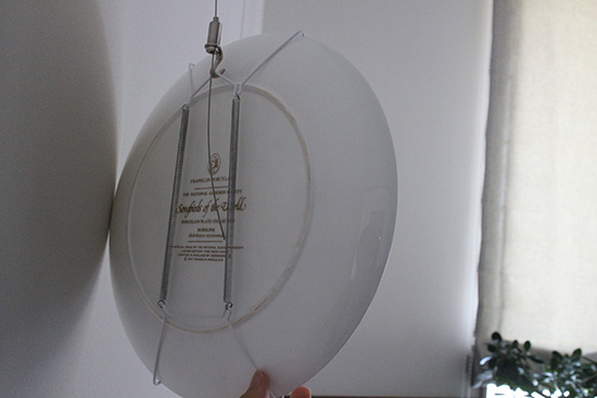 壁に皿を飾る方法 プレートハンガー 裏 画像